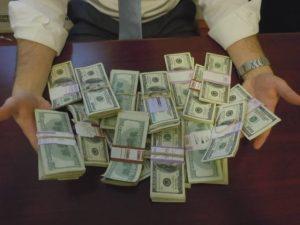 rabbi-with-money