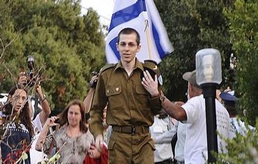 Gilad Schalit arrives from captivity Photo: REUTERS/Handout