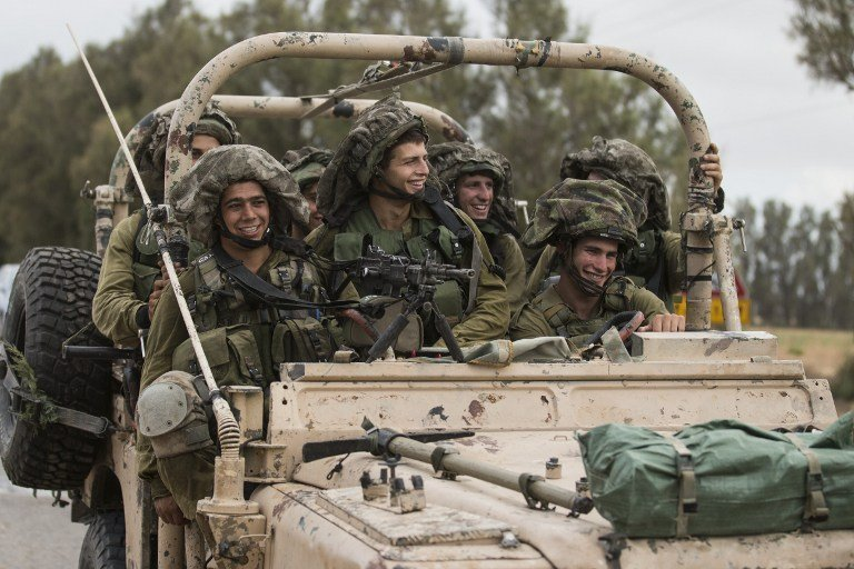 Israeli soldiers patrol along the southern Israeli border with the Gaza Strip, July 17, 2014 (photo credit: AFP/JACK GUEZ)