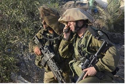 """חיילי צנחנים במהלך צוק איתן - דובר צה""""ל"""