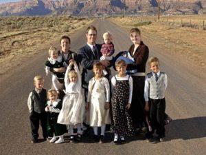 A polygamic family. Courtesy: bigkingken.files.wordpress.com