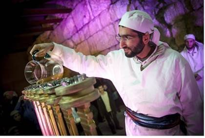 Kohanim light a menorah in Jerusalem using pure olive oil for the first time in nearly two millennia | Temple Institute